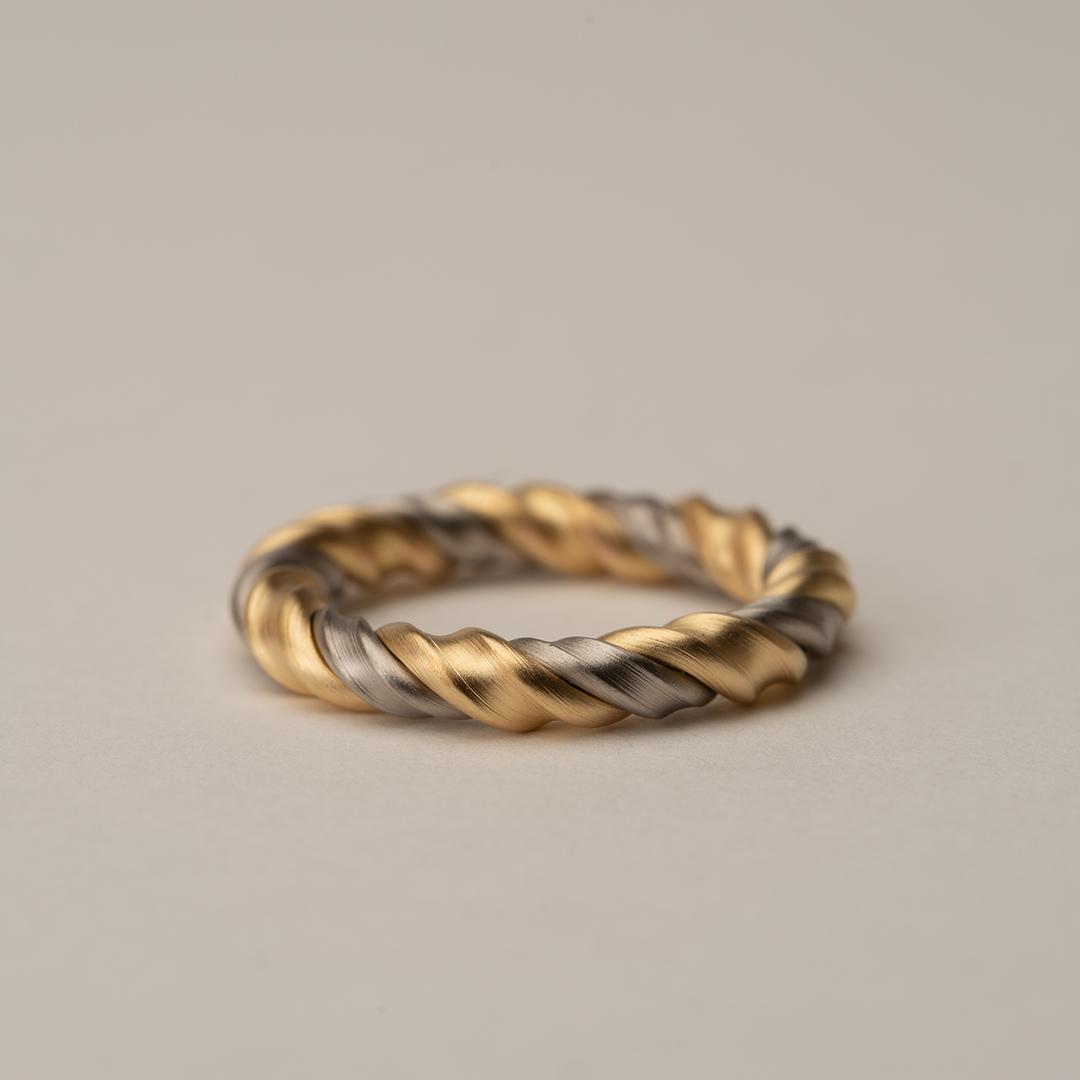 No. 42 – ring twist